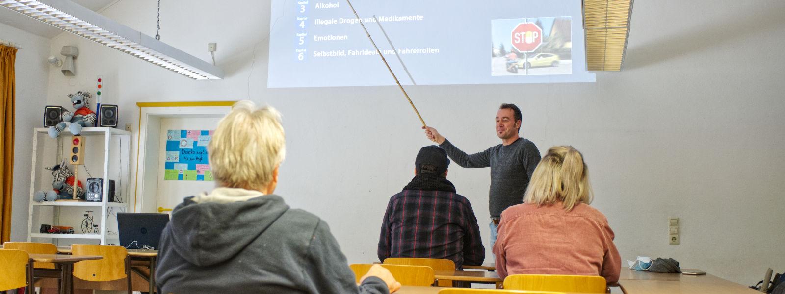 Oli beim Theorieunterricht in Kißlegg.